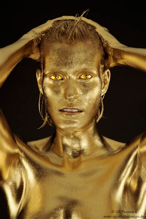 Goldfinger - Bodypainting in Gold - Fotoshooting Goldfarbe