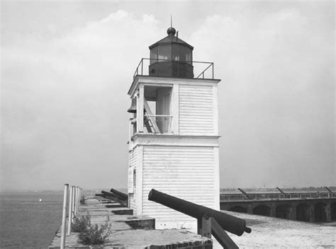 Fort Carroll Lighthouse, Maryland at Lighthousefriends
