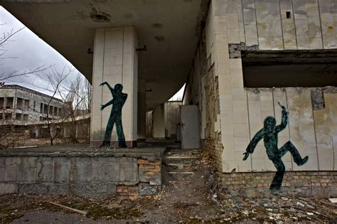 30 years after Chernobyl disaster, containment is nearing